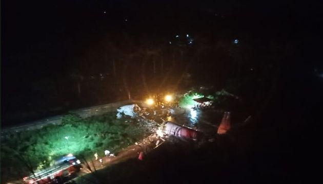 Aereo va fuori pista in India per il maltempo, morti e feriti