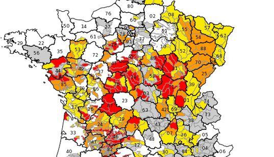 Sécheresse: restrictions d'eau dans 72 départements, des poissons