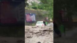 La frana invade la strada a Messina, l'urlo dell'automobilista: