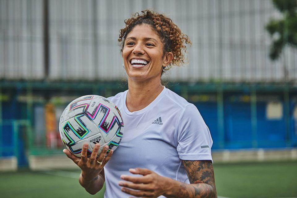 Para a atleta, o futebol feminino não pode ser visto como 'problema' diante da