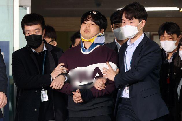 사진은 3월25일 조주빈(25)이 서울 종로경찰서 유치장에서 나와 검찰로 송치되는
