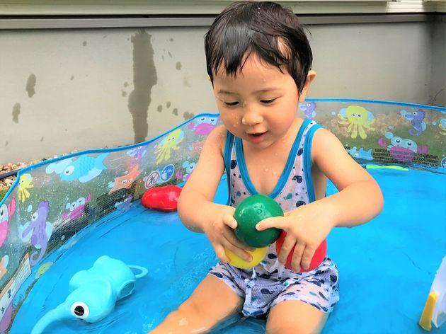 自宅のプールで遊ぶイメージ