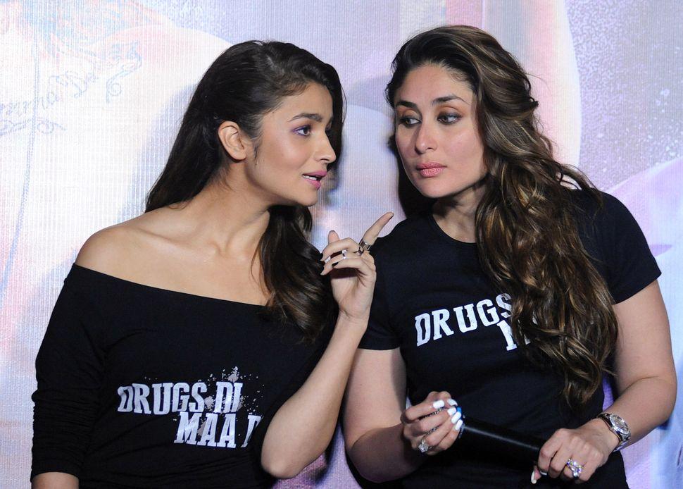 Alia Bhatt and Kareena Kapoor (Photo credit should read STR/AFP via Getty Images)