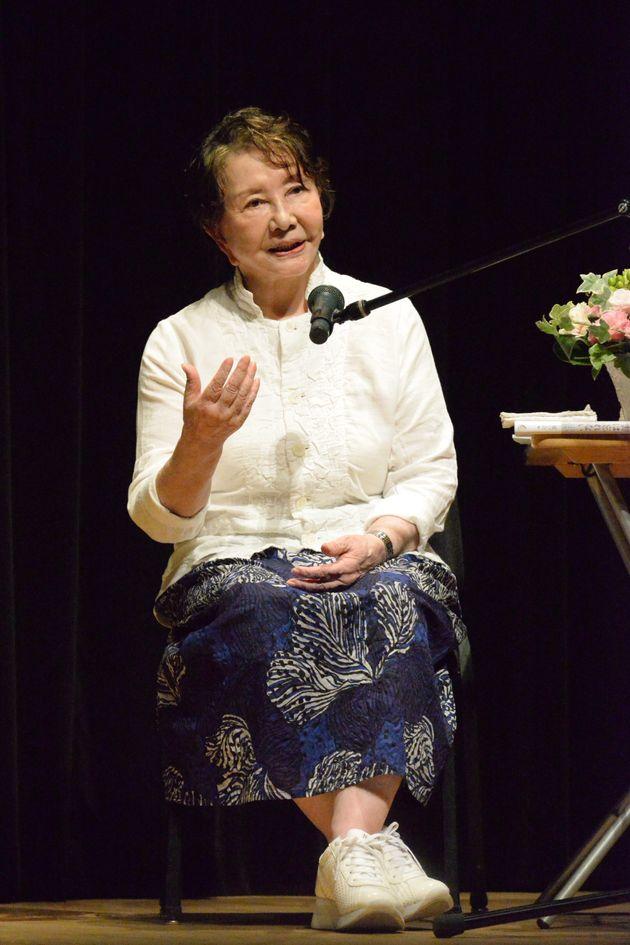 映画祭のトークショーで自身の戦争体験を語る渡辺美佐子さん(2020年8月9日)