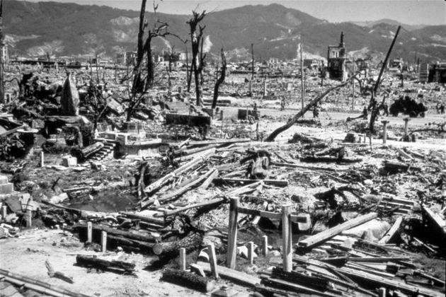 原爆が投下された日の広島の街(1945年8月6日)
