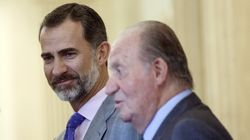 Felipe VI retoma su agenda tras la marcha de su padre sin noticias oficiales del paradero del