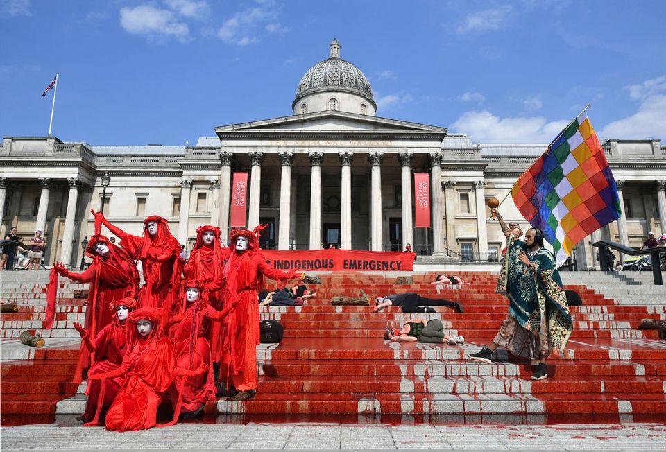 Κόκκινη μπογιά, που συμβολίζει...