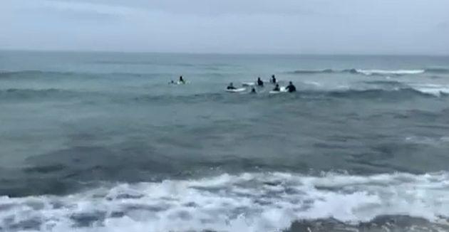 제5호 태풍 '장미' 북상으로 전 해상에 풍랑주의보가 내려진 제주 바다에서 서핑을 강행한