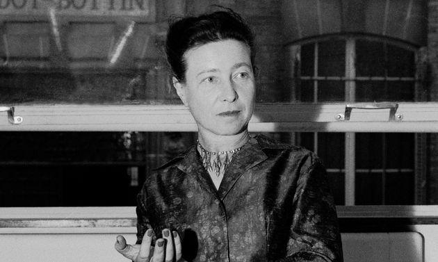 Simone de Beauvoir, ici au mois de juin 1960, a conservé les échanges avec ses lecteurs,...