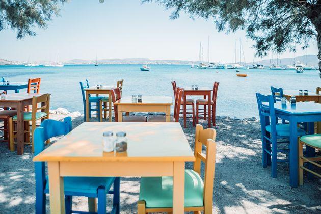 greek tavern in greek