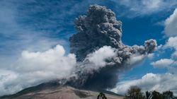 L'eruzione del Sinabung in Indonesia: ceneri e detriti sui