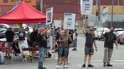 Les débardeurs du port de Montréal entament une grève générale