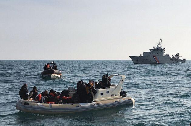 Pourquoi les traversées migratoires de la Manche se multiplient ces derniers jours (au point de...