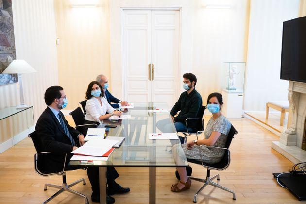 La presidenta de la Comunidad de Madrid, Isabel Diaz Ayuso, el consejero de Hacienda, Javier Fernández-Lasquetty,...