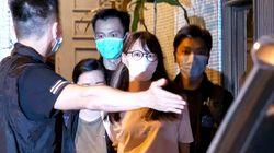 홍콩 우산혁명의 주역인 아그네스 차우가 체포되다 (사진