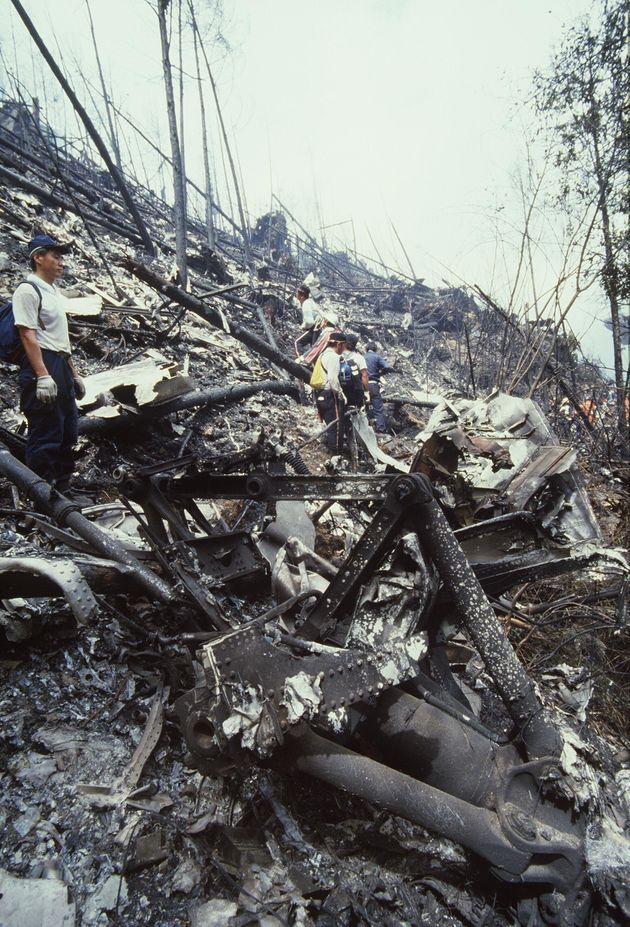 日本航空ジャンボ機墜落事故現場に散乱した機体(群馬県多野郡上野村御巣鷹山)
