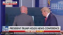 Trump évacué en plein point presse après un tir de la police devant la Maison
