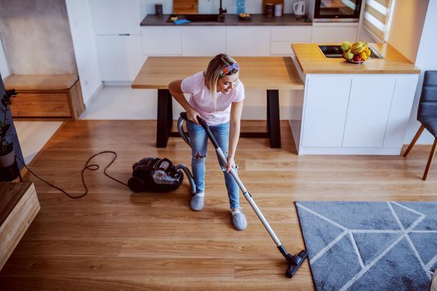 Come aiutare davvero le casalinghe