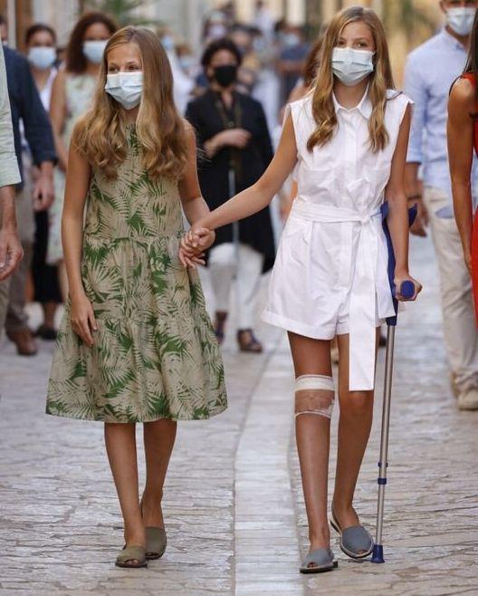 Sofía y Leonor, durante la visita de este lunes en