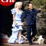 Silvio Berlusconi per la prima volta mano nella mano con Marta Fascina a Villa