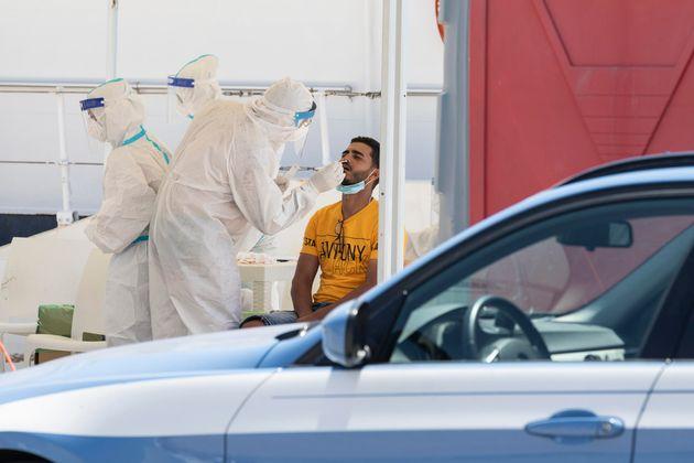 64 migranti positivi al Covid a Pozzallo. L