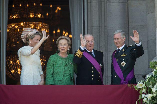 Las reinas Matilde y Paola y los reyes Alberto y Felipe de Bélgica, el día en que se formalizó...