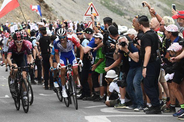 Lors de la 18e étape du Tour de France 2019, le 25 juillet, dans la montée du col du