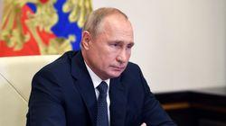 COVID-19: la Russie annonce avoir créé le premier vaccin, l'OMS veut