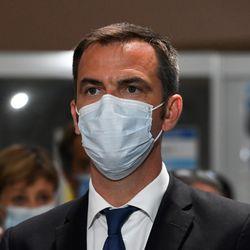 """La France """"dans l'attente des grands laboratoires pour disposer d'un"""