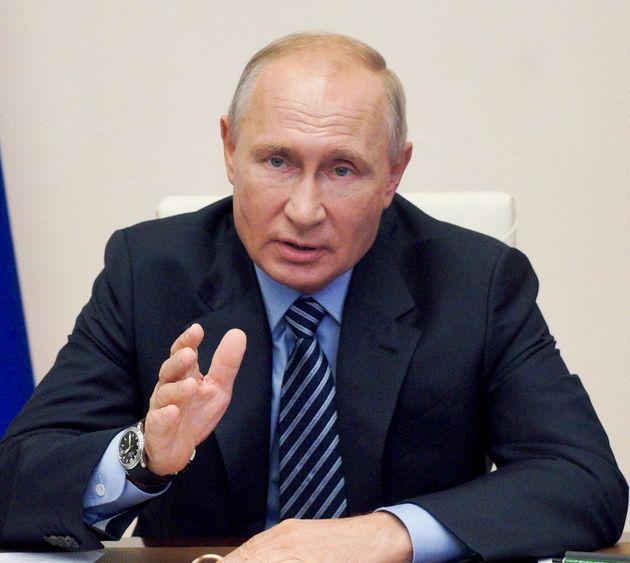 2020년 8월 11일 각료회의에서 푸틴 러시아 대통령은'스푸트니크V'란 코로나19 백신 사용을 승인했다고
