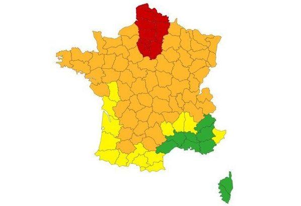 13 départements du nord du pays restent en vigilance rouge canicule et orages ce 12 août, et 60 départements...