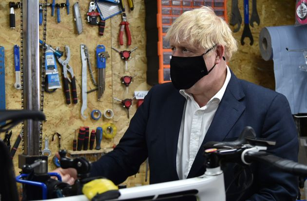 Boris Johnson, el pasado28 de julio, durante una visita a un taller de bicicletas en Beeston, cerca de