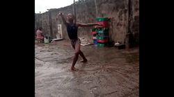 El niño nigeriano que se hizo viral bailando bajo la lluvia estudiará en Nueva