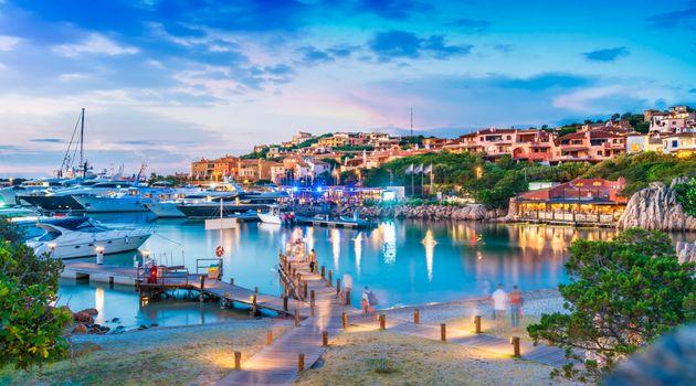 Le discoteche restano aperte in Sardegna. Ma in pista da ballo distanziamento di almeno 2mt