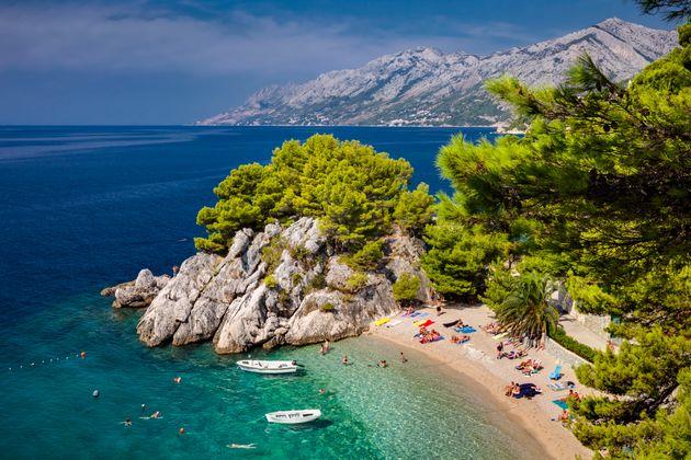 Ancora contagi in vacanza: 7 ragazzi bresciani positivi al Covid al ritorno dalla Croazia