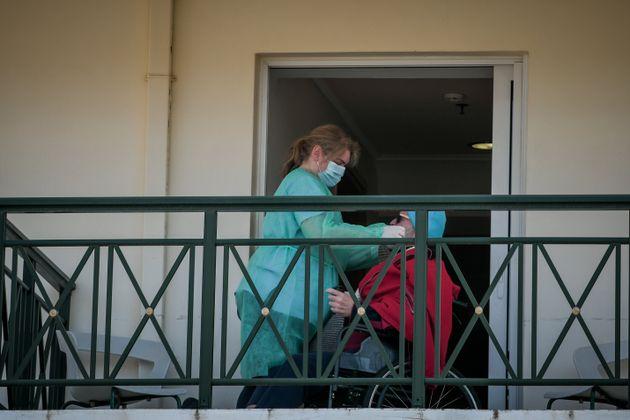 Κορονοϊός: 34 κρούσματα σε γηροκομείο στη Θεσσαλονίκη, άλλα 5 στο Στεφανοβίκειο