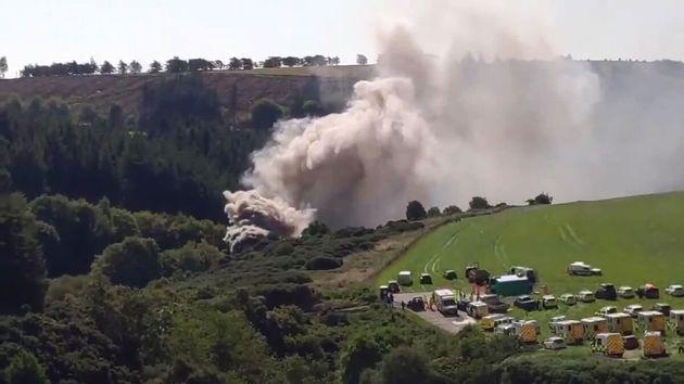 Imagen del humo y los medios de emergencia en la zona donde se ha producido el