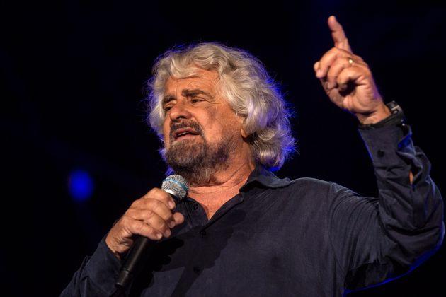 Banda larga, Beppe Grillo vuole dividere in due Tim. Spinge per l