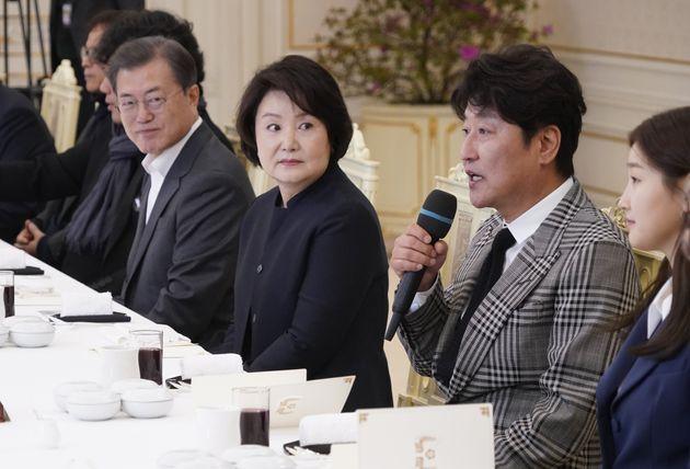 2월 20일 영화 '기생충' 출연 배우들과 청와대에서 만난 김정숙