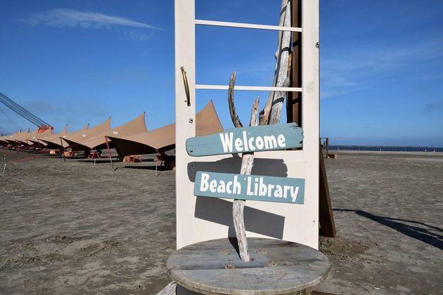 大洗観光協会が開く砂浜図書館
