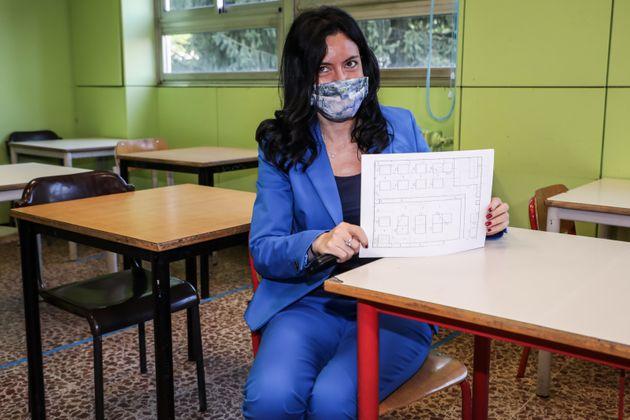 """Azzolina: """"11 milioni di mascherine al giorno per le scuole"""""""