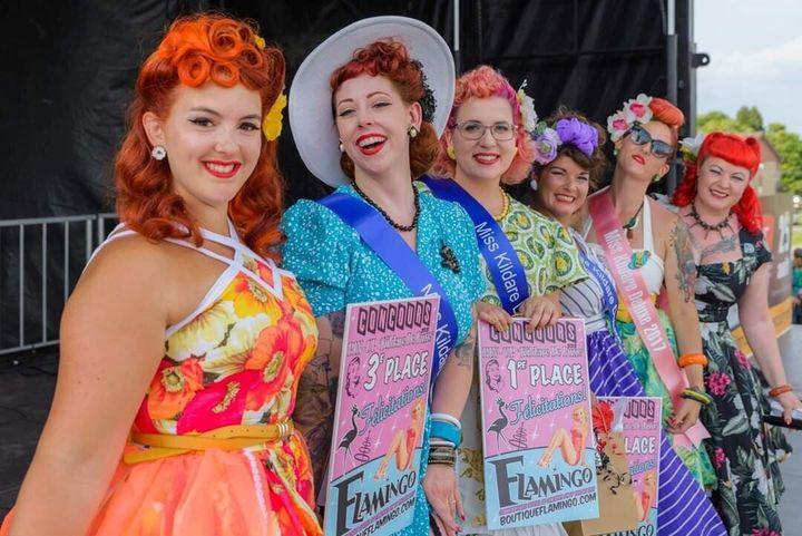 Le concours Kildare De Luxe en 2018. (Annie Boutin, deuxième à partir de la gauche et Chelsey Frechette, troisième à partir de la gauche)