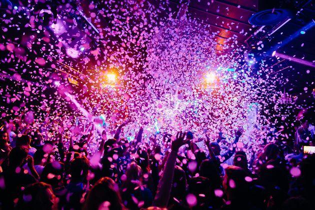Covid: Governo e Cts vogliono chiudere le discoteche, le Regioni resistono