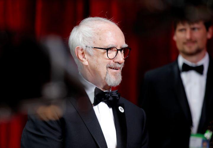 Jonathan Pryce lors des Oscars en février 2020.
