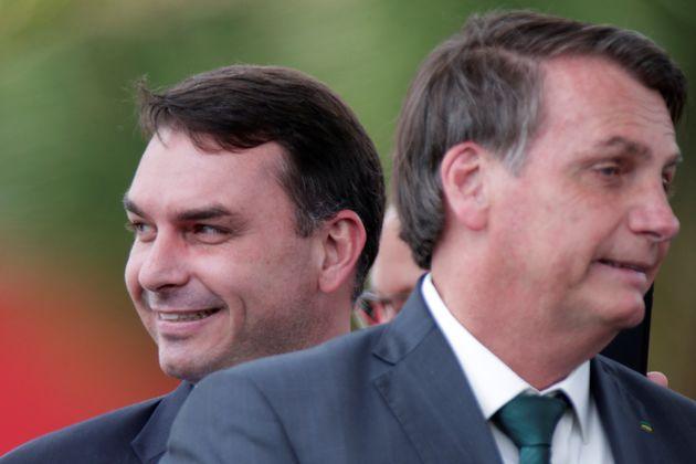 A estimativa é que a família Bolsonaro tenha movimentado quase R$ 3 milhões em espécie,...