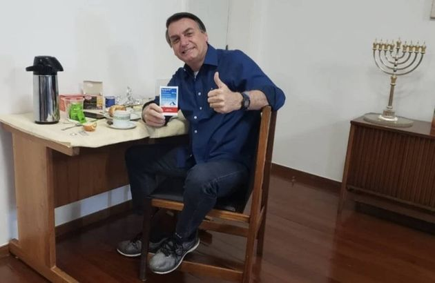 Bolsonaro divulga nas redes sociais uso da cloroquina contra a