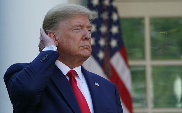 Trump révise une loi pour pouvoir se laver les cheveux avec une plus forte pression