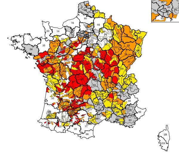 La carte des départements de métropole concernés par des restrictions d'eau au 13 août