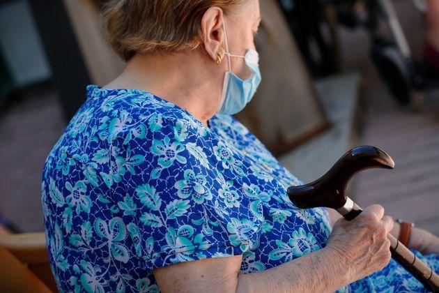 Αν η αδιαφορία για τους ηλικιωμένους εν μέσω πανδημίας ήταν εικόνα θα ήταν από γηροκομείο στην