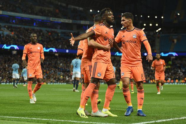 Les joueurs lyonnais célébrant un but inscrit sur le terrain de Manchester City, en Ligue...